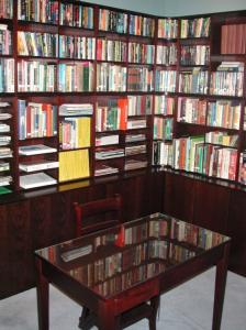 Dyffryn Library